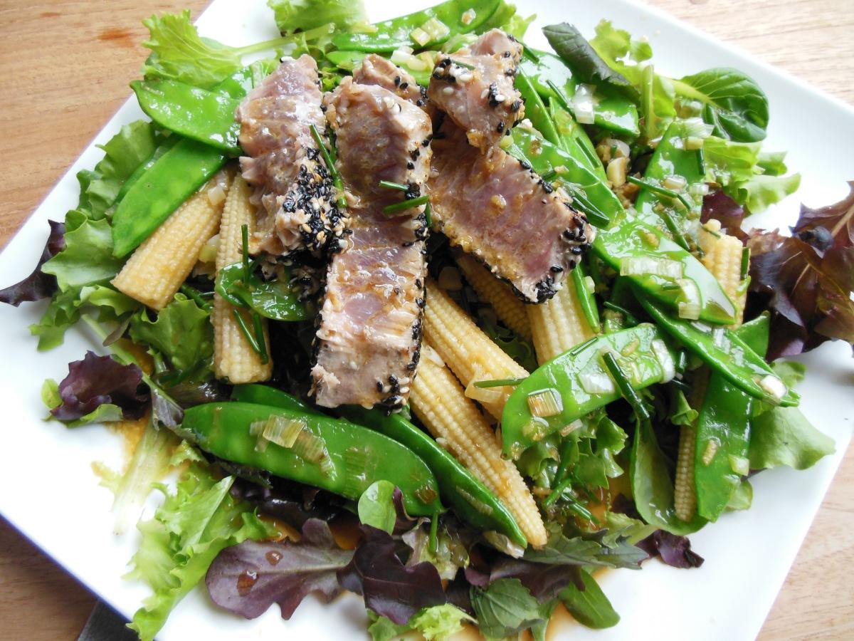 Lauwwarme salade met gegrilde tonijn