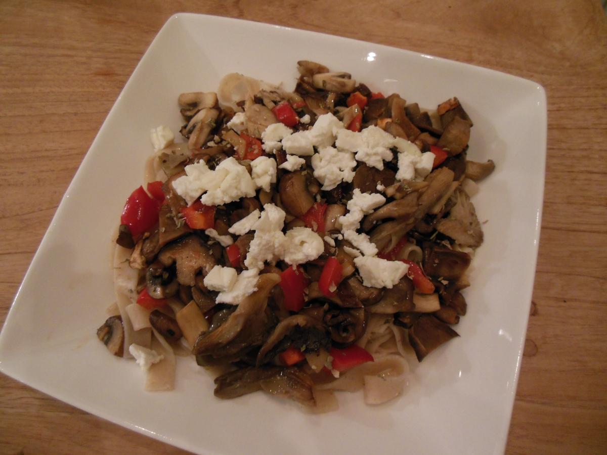 Herfstpasta met paddenstoelen en paprika